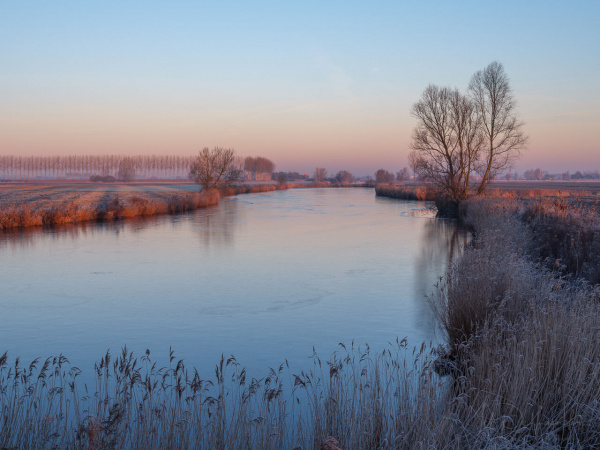 Beautiful winter colors in rising sun at the Boerekreek